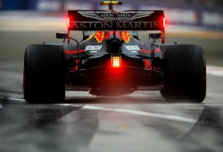 Verstappen se lleva los primeros libres en Marina Bay sobre Vettel y Hamilton