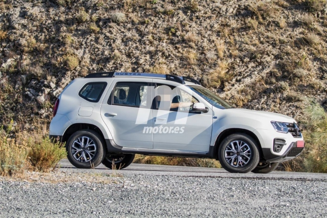 Renault Duster 2020 - foto espía lateral