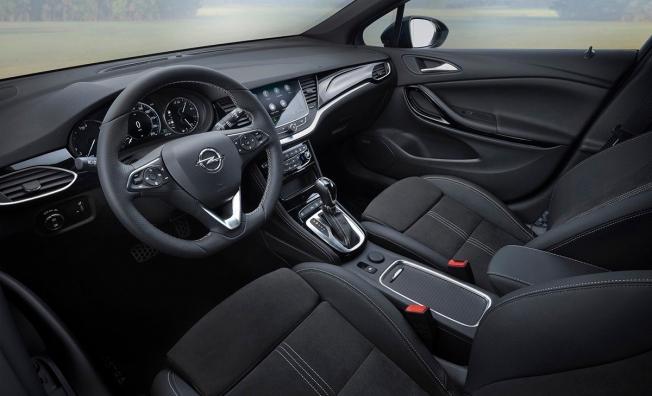 Opel Astra 2020 - interior