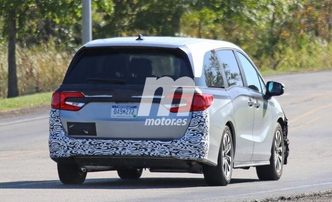 Honda Odyssey 2021 - foto espía posterior