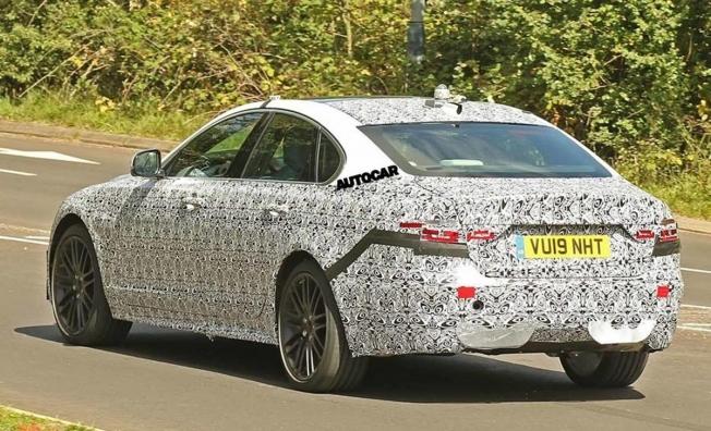 Jaguar XF 2020 - foto espía posterior