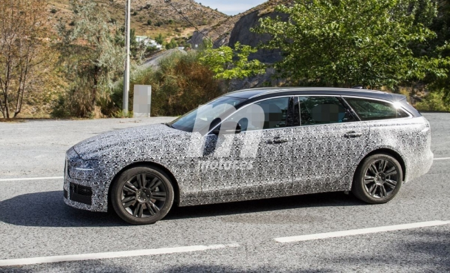 Jaguar XF Sportbrake 2020 - foto espía lateral