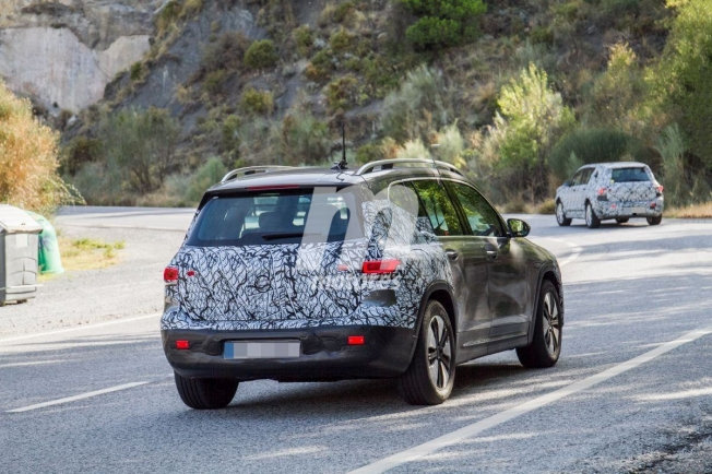 Mercedes EQB 2020 - foto espía posterior
