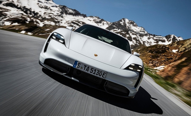 Porsche Taycan - frontal