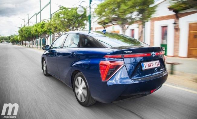 Toyota Mirai - posterior