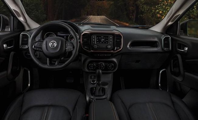 RAM 1000 - interior