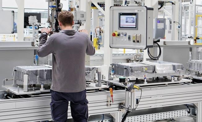 Skoda ya produce baterías para coches híbridos enchufables