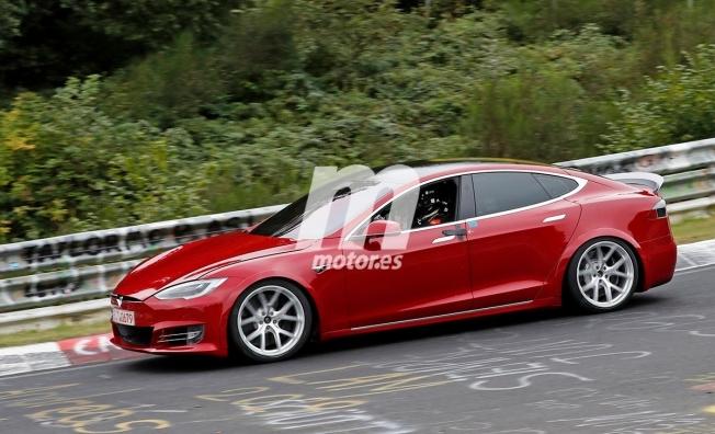 Tesla Model S en Nürburgring - foto espía