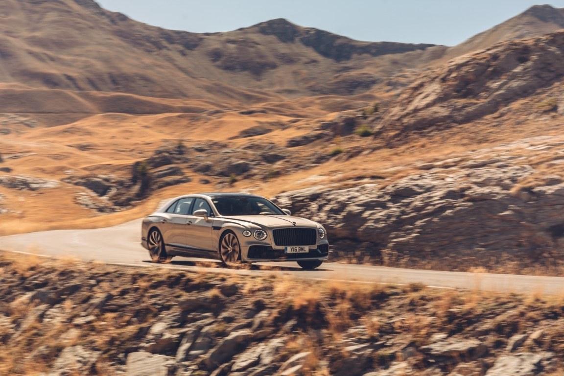 El nuevo Bentley Flying Spur aumenta la deportividad con el paquete especial Blackline