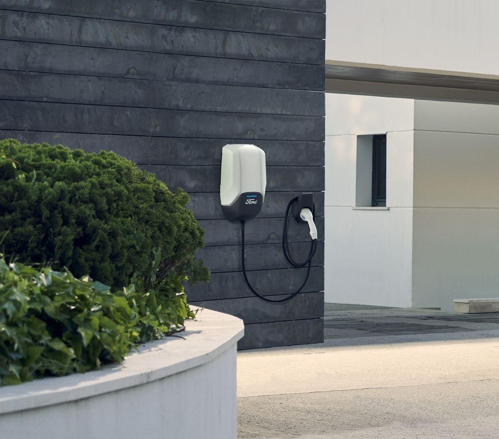 Ford desvela el wallbox diseñado para el nuevo SUV eléctrico Mach-E