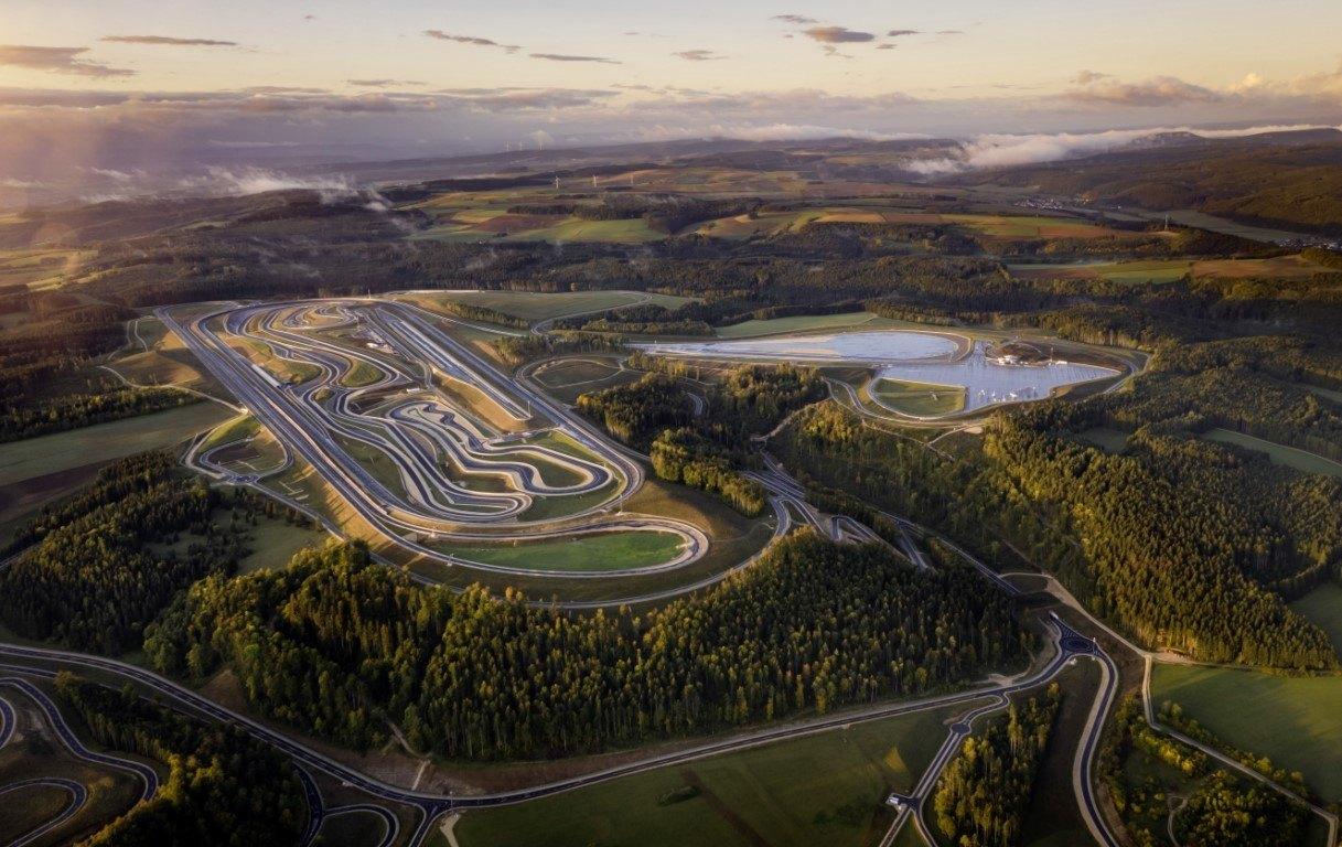 Mercedes abre las puertas de su nuevo centro de pruebas en Alemania