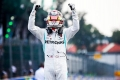 """Hamilton: """"Llevaba tiempo queriendo ganar aquí, increíble haber aguantado a los Ferrari"""""""
