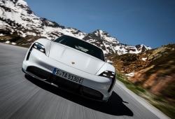 El Tesla Model S muerde el polvo frente al Porsche Taycan Turbo S