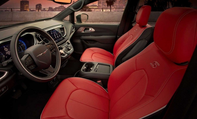 Chrysler Pacifica Red S Edition - interior