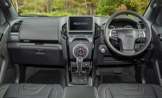 Isuzu D-Max Blade+ - interior