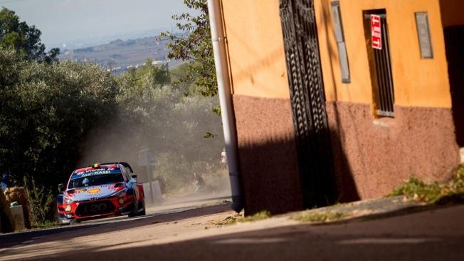 Neuville sigue de líder del Rally RACC, Tänak amenaza el triplete de Hyundai