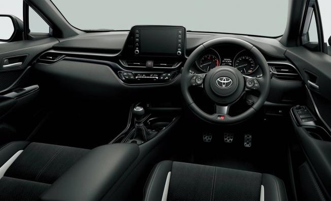 Toyota C-HR GR Sport - interior