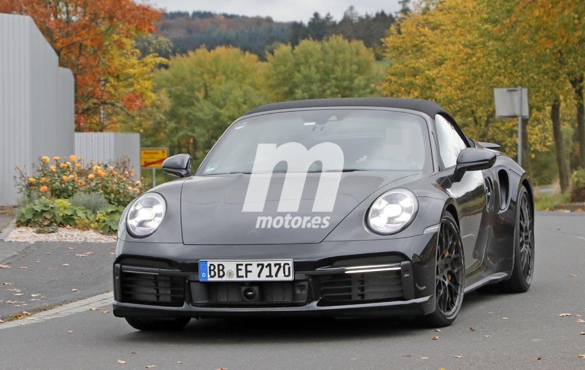 Nuevas fotos espía muestran al Porsche 911 992 Turbo Cabrio prácticamente destapado
