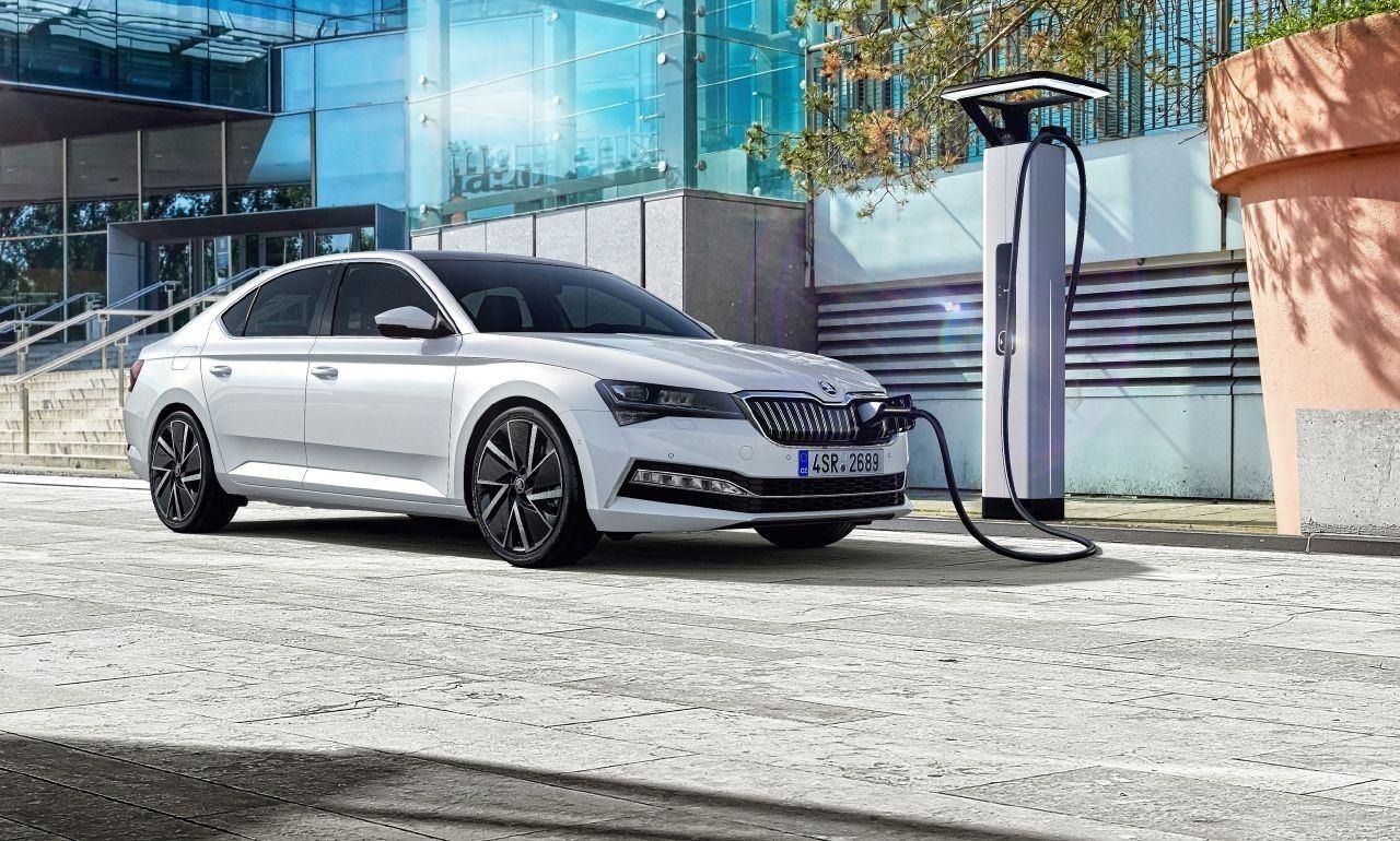 El nuevo Skoda Superb iV híbrido enchufable ya tiene precios en Alemania