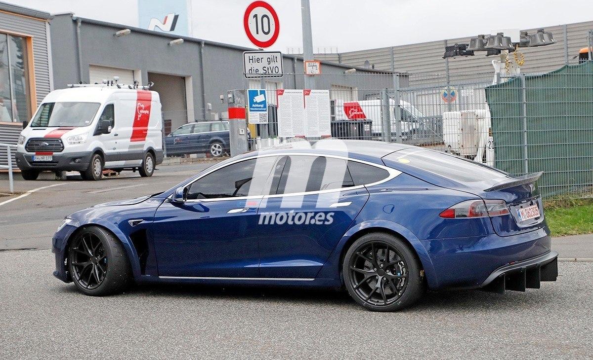 Los nuevos y polémicos prototipos del Tesla Model S 'Plaid' en acción [vídeo]