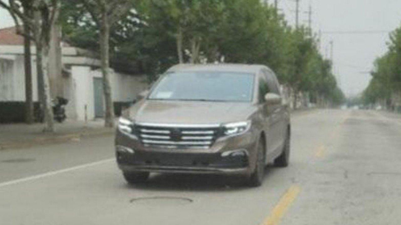 ¡Sin camuflaje! El nuevo Volkswagen Viloran totalmente al descubierto