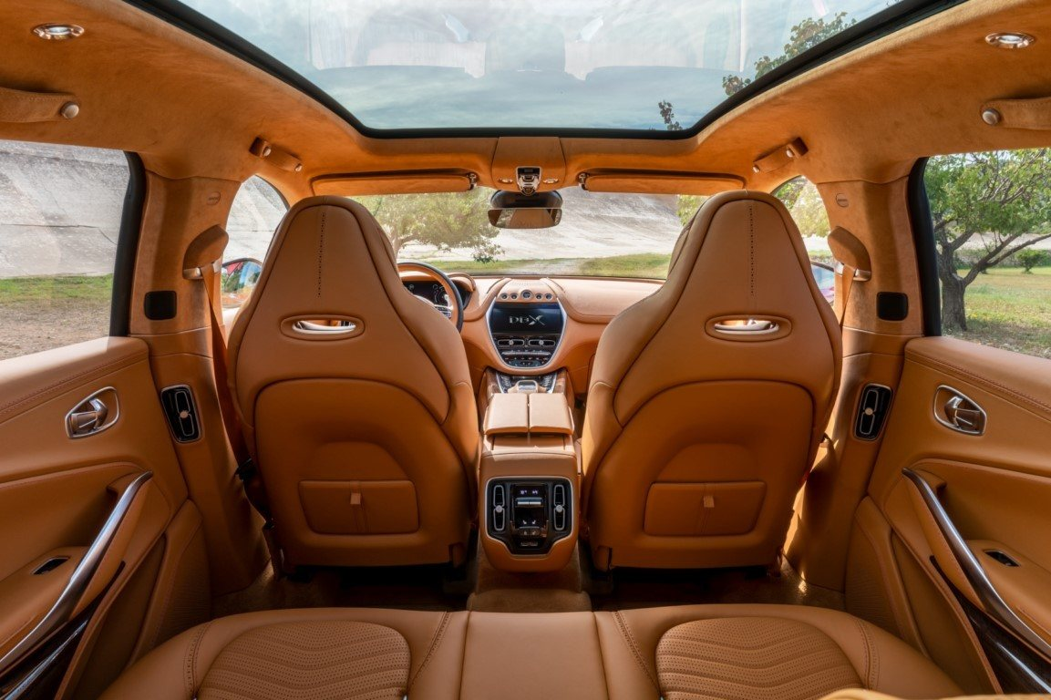 Aston Martin desvela precios e interior del DBX, el primer SUV