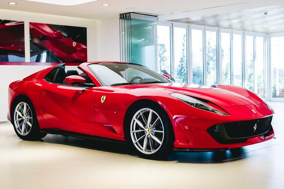 El Ferrari 812 GTS se muestra por primera vez en Rosso Corsa y en vivo