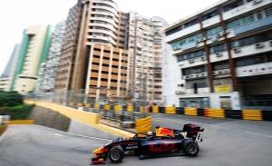 Jüri Vips resiste para ganar la carrera clasificatoria de F3 en Macao