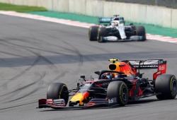 """Hamilton: """"Albon tiene un futuro brillante, espero que Red Bull sea bueno con él"""""""