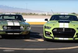 Duelo épico: Shelby GT500 1968 vs. Shelby GT500 2020 [vídeo]