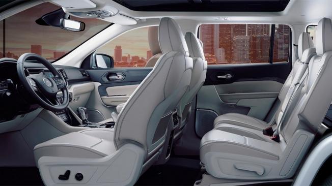 Jeep Grand Commander PHEV - interior