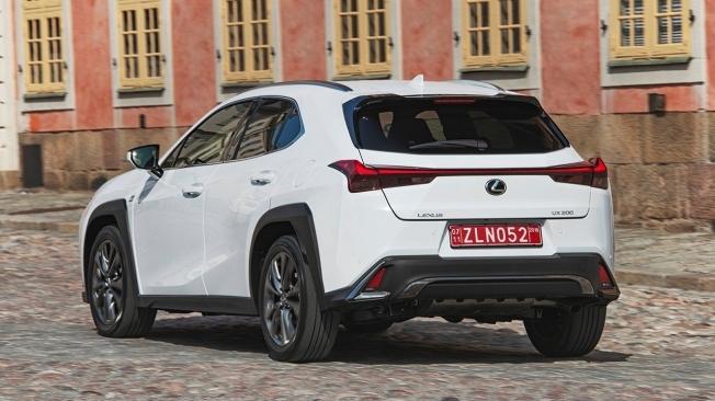 Lexus UX - posterior