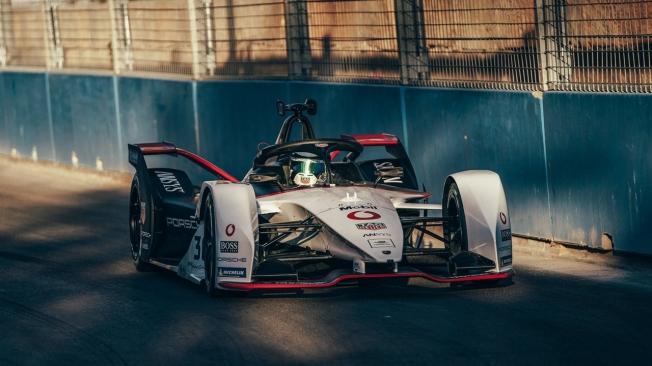 Sam Bird gana una frenética primera carrera del ePrix de Ad-Diriyah