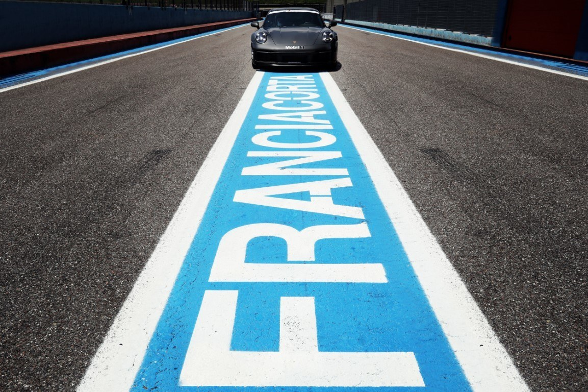 Porsche transformará un antiguo hipódromo de Italia en un avanzado centro de experiencia
