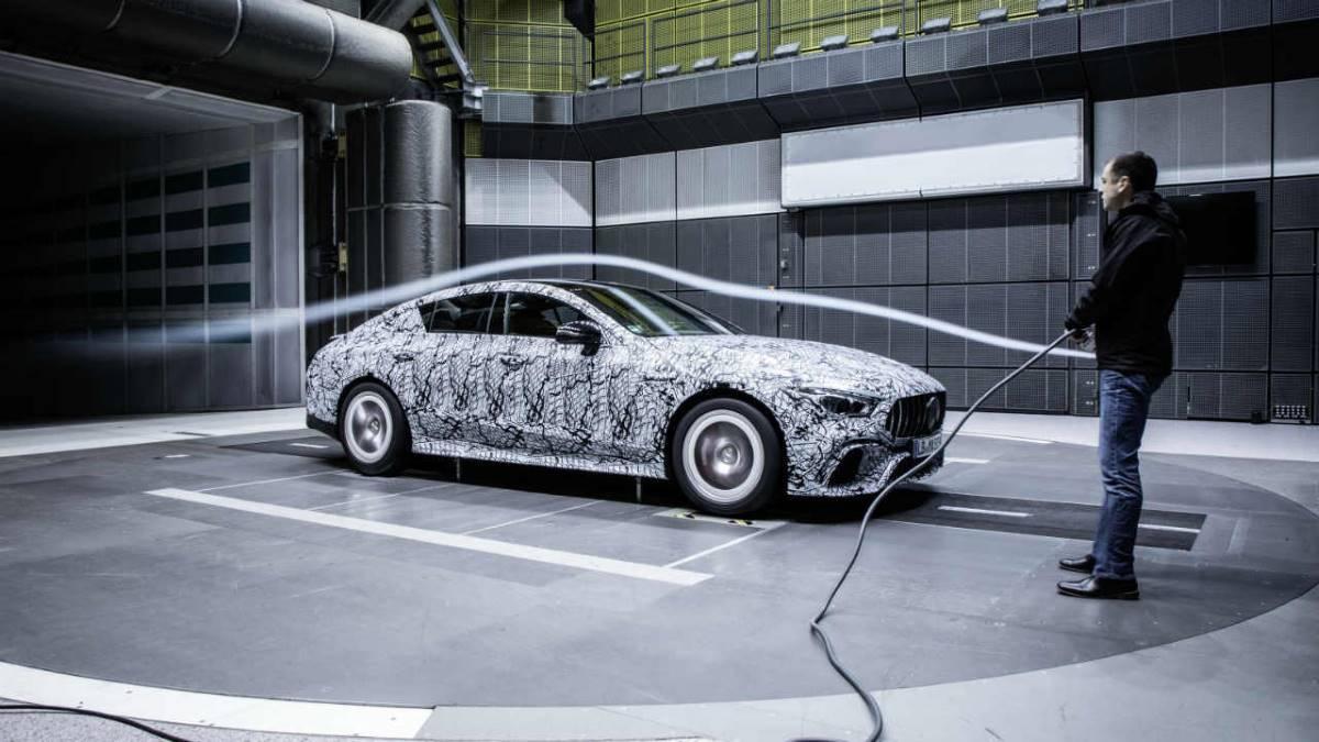 ¿Por qué los coches consumen mucho más cuando pasas de 120 km/h?