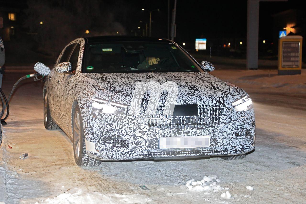 El nuevo Mercedes-Maybach Clase S, avistado en las pruebas de invierno, descubre nuevos detalles