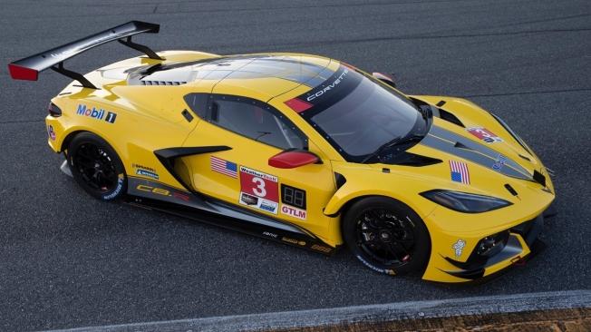 Antonio García presume de Corvette C8.R con dorsal #3 por Navidad