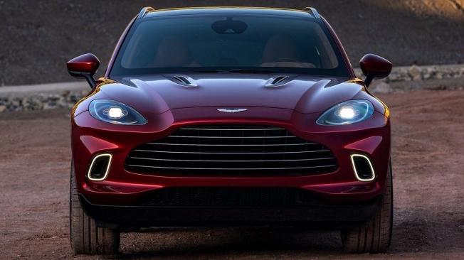 Aston Martin DBX - frontal
