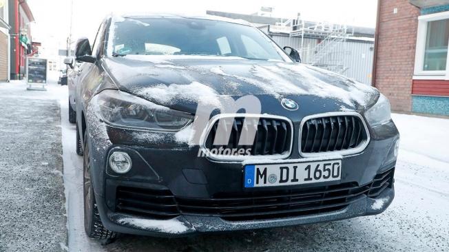 BMW iX2 - foto espía frontal