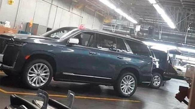 Cadillac Escalade 2021 - foto espía lateral