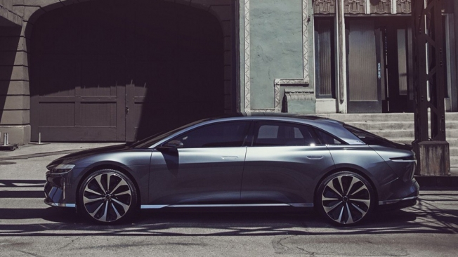 Lucid Air - lateral