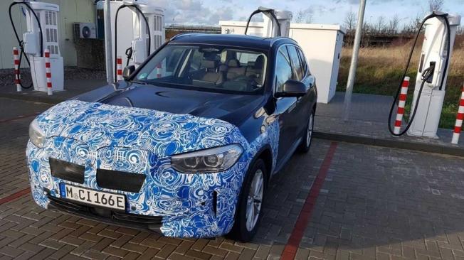 BMW iX3 - foto espía