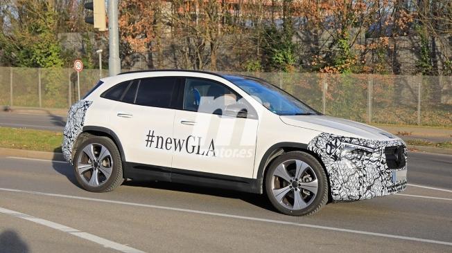 Mercedes GLA 2020 - foto espía lateral