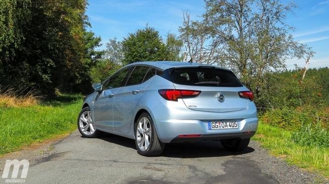 Opel Astra 2020 - posterior