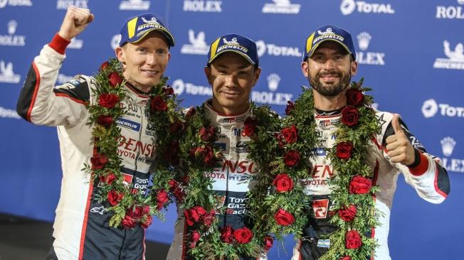 Los pilotos del Toyota #7 lideran el WEC con su victoria en Bahrein