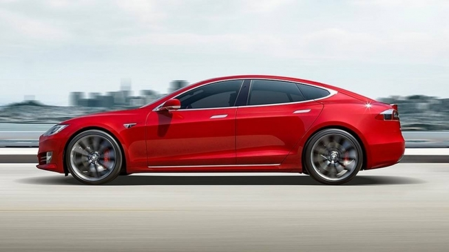 Tesla Model S - lateral