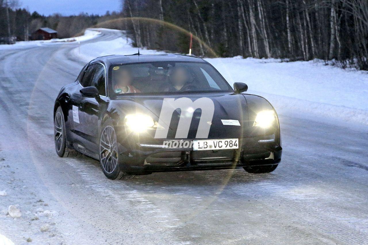 El nuevo Porsche Taycan Cross Turismo 2021 se destapa en las pruebas de invierno