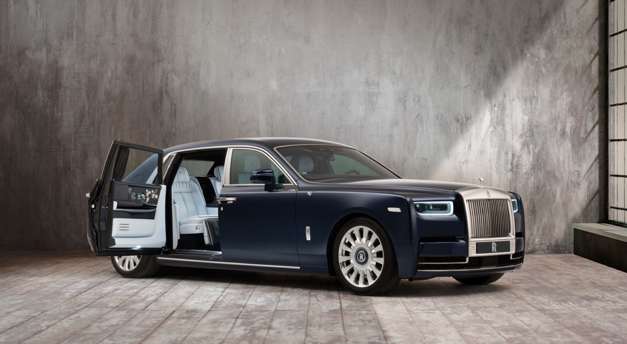 Rolls Royce Phantom Rose, una petición repleta de rosas blancas bordadas