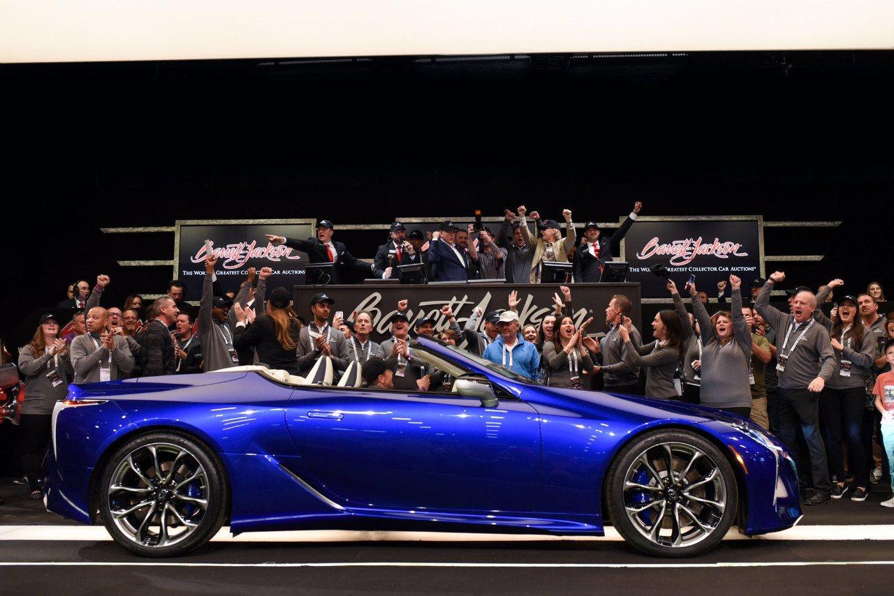 El primer Lexus LC 500 Convertible subastado por 2 millones de dólares