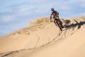La primera jornada del Dakar deja un reguero de sorpresas y pinchazos